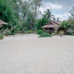 Пляж Шритану песок